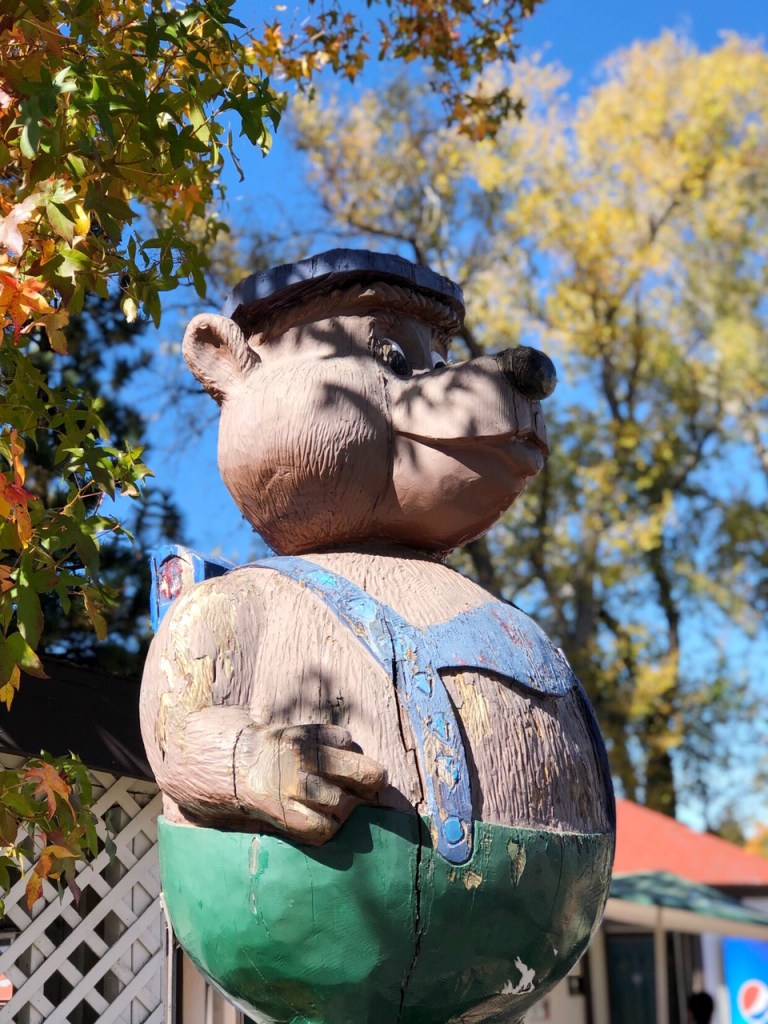 Bear statue in Lake Arrowhead Village