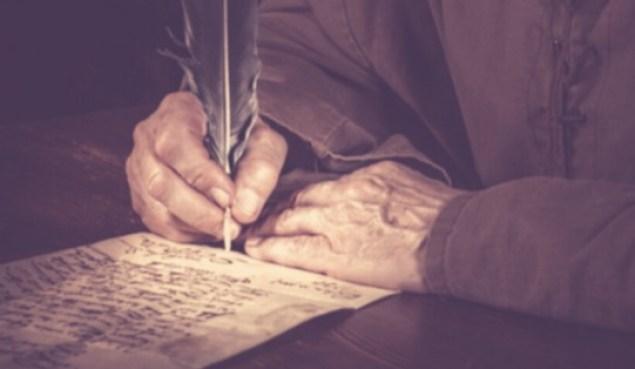 Homem escrevendo com pena