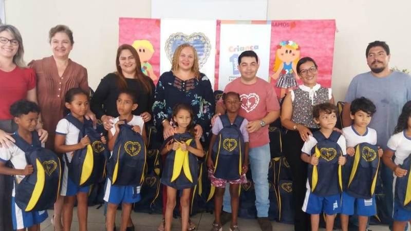 Alunos da Escola Lúcia Sales recebem kits de material pedagógico doados pela LBV