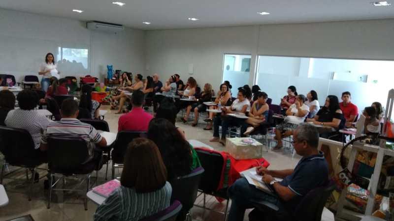 Prefeitura promove formação para bibliotecários na capital