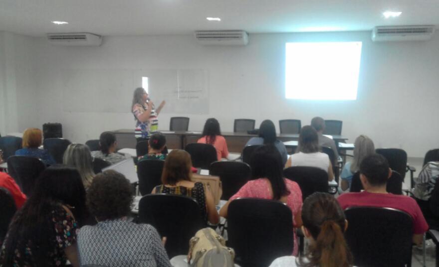 Professores de alunos especiais debatem sobre metas e recebem capacitação