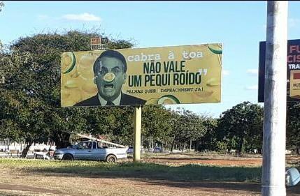 Outdoor fora Bolsonaro em Palmas ganha destaque na mídia nacional