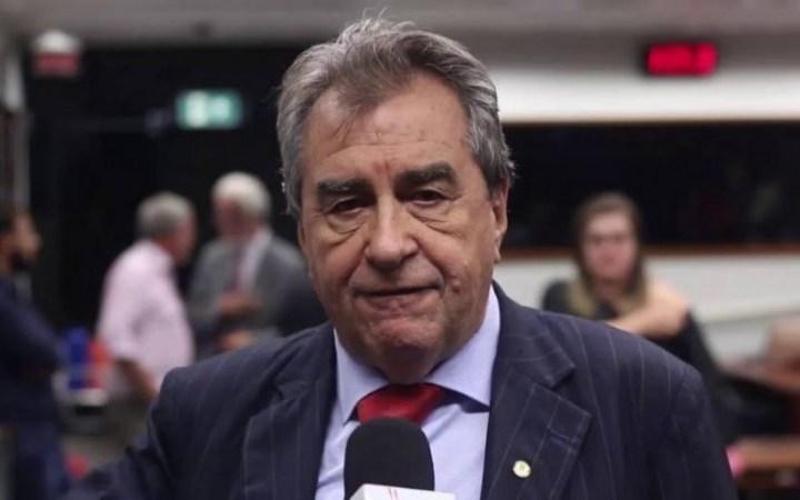 Célio Moura sai de coma induzido e aguarda passar efeito de medicações