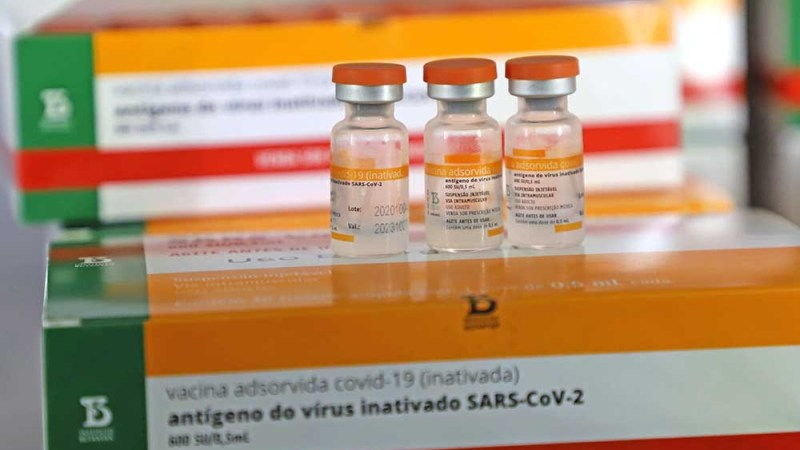 Estado entrega vacinas da CoronaVac para a Capital e divulga número de doses por município