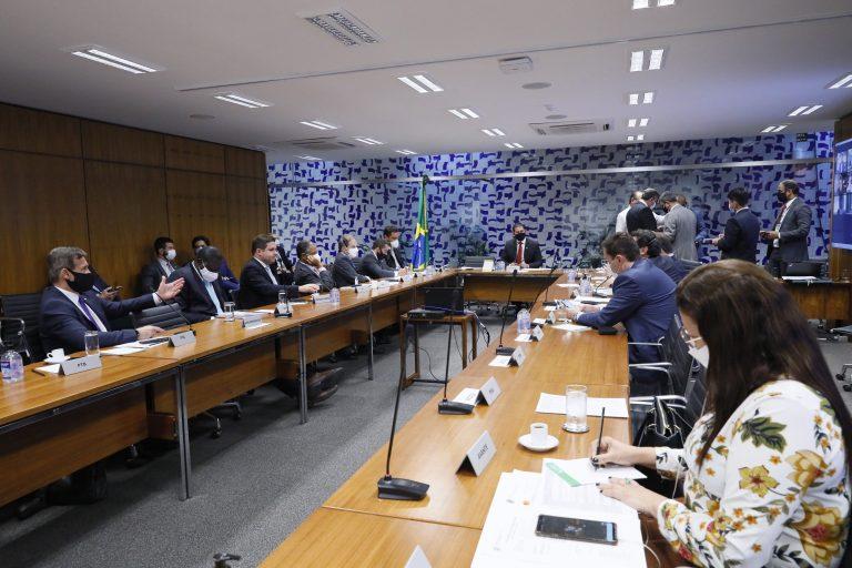 Privatização dos Correios e crédito para programa de redução de salário, na pauta da Câmara na próxima semana