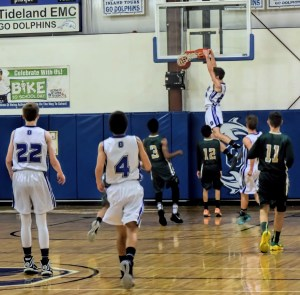 Evin Caswell dunks. Photo by Melinda Fodrie Sutton