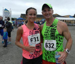 Keith Gray, de 51 años, de Buxton, ganó la carrera de 10K (dos vueltas a la ruta de 5K) con un tiempo de 38:08 minutos, y su esposa, Angela Gray, ganó la misma de 10K general en la categoría femenil con un tiempo de 46:15. Foto por C. Leinbach