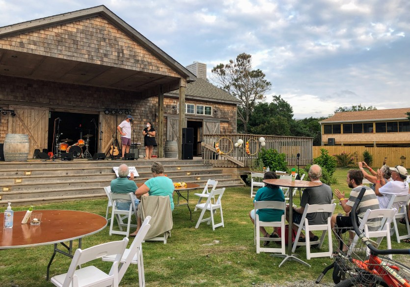 The OIRRT fundraising concert Saturday, Sept. 5, 2020, at the Berkley Barn. Alicia Peel, OIRRT administrative assistant and concert emcee, is above at right. Photo: C. Leinbach