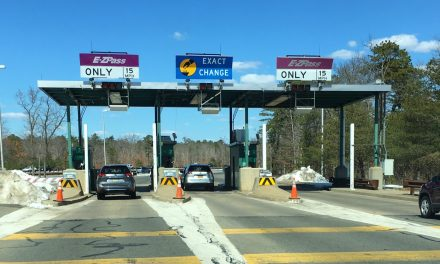 Woman Urinates at Toll Booth (Graphic)