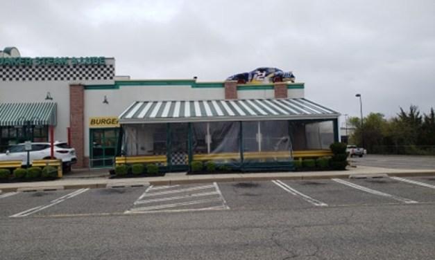 BRICK: Quaker Steak & Lube Closes Restaurant