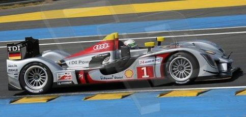 © Octane Photographic 2009. Le Mans 24hour 2009. Alan McNish - Audi R15 TDi. Tetre Rouge. Digital ref: LM09_004