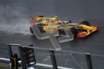 © Octane Photographic 2010. 2010 F1 Belgian Grand Prix, Friday August 27th 2010. Renault R30 - Vitaly Petrov. Digital Ref : LW7D0119