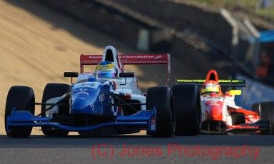 Oliver Rowland (44) and Alex Lynn (36), Brands Hatch, Formula Renault, 01/10/2011