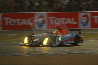 © Octane Photographic 2011. Le Mans night qualifying 9th June 2011. La Sarthe, France. Digital Ref : 0077CB7D0657