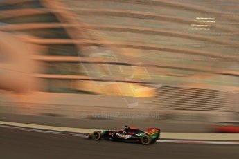 World © Octane Photographic Ltd. Friday 21st November 2014. Abu Dhabi Grand Prix - Yas Marina Circuit - Formula 1 Practice 2. Sahara Force India VJM07 – Nico Hulkenburg. Digital Ref : 1161CB7D8038