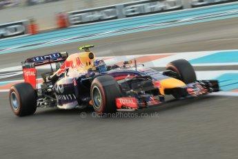 World © Octane Photographic Ltd. 2014 Formula 1 Abu Dhabi Grand Prix, F1 Qualifying, Saturday 22nd November 2014. Infiniti Red Bull Racing RB10 - Daniel Ricciardo. Digital Ref : 1166CB1D8333