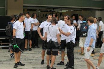 World © Octane Photographic Ltd. Tuesday 25th November 2014. Abu Dhabi Testing - Yas Marina Circuit. McLaren Honda personnel. Digital Ref: 1174CB1D8558