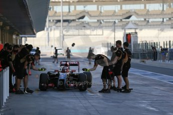 World © Octane Photographic Ltd. Wednesday 26th November 2014. Abu Dhabi Testing - Yas Marina Circuit. Lotus F1 Team E22 – Esteban Ocon. Digital Ref: 1175LB1D8856