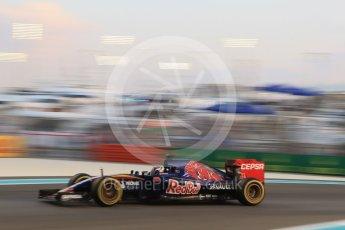 World © Octane Photographic Ltd. Scuderia Toro Rosso STR10 – Max Verstappen. Friday 27th November 2015, F1 Abu Dhabi Grand Prix, Practice 2, Yas Marina. Digital Ref: 1478CB7D1867