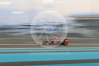 World © Octane Photographic Ltd. Infiniti Red Bull Racing RB11 – Daniel Ricciardo. Friday 27th November 2015, F1 Abu Dhabi Grand Prix, Practice 2, Yas Marina. Digital Ref: 1478CB7D1966