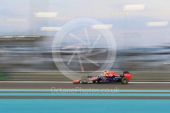 World © Octane Photographic Ltd. Infiniti Red Bull Racing RB11 – Daniel Ricciardo. Friday 27th November 2015, F1 Abu Dhabi Grand Prix, Practice 2, Yas Marina. Digital Ref: 1478CB7D1968