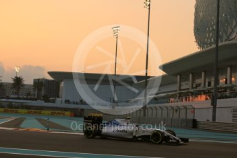 World © Octane Photographic Ltd. Williams Martini Racing FW37 – Valtteri Bottas. Friday 27th November 2015, F1 Abu Dhabi Grand Prix, Practice 2, Yas Marina. Digital Ref: 1478LB5D4227