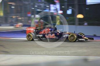 World © Octane Photographic Ltd. Scuderia Toro Rosso STR10 – Max Verstappen. Friday 18th September 2015, F1 Singapore Grand Prix Practice 2, Marina Bay. Digital Ref: 1429CB5D0294