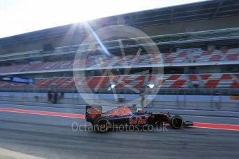 World © Octane Photographic Ltd. Scuderia Toro Rosso STR11 – Daniil Kvyat. Wednesday 18th May 2016, F1 Spanish GP In-season testing, Circuit de Barcelona Catalunya, Spain. Digital Ref : 1556LB5D4891