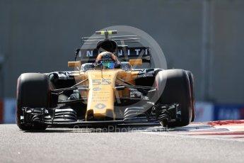 World © Octane Photographic Ltd. Formula 1 - Abu Dhabi Grand Prix - Friday Practice 1. Carlos Sainz - Renault Sport F1 Team R.S.17. Yas Marina Circuit, Abu Dhabi. Friday 24th November 2017. Digital Ref: