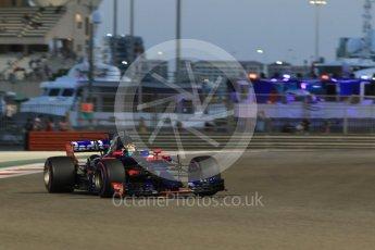 World © Octane Photographic Ltd. Formula 1 - Abu Dhabi Grand Prix - Friday - Practice 2. Brendon Hartley - Scuderia Toro Rosso STR12. Yas Marina Circuit, Abu Dhabi. Friday 24th November 2017. Digital Ref: 2003CB1L6725