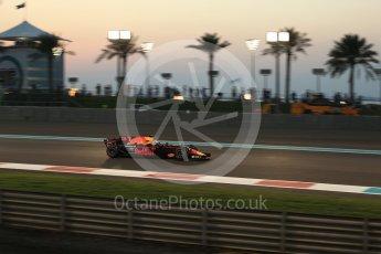 World © Octane Photographic Ltd. Formula 1 - Abu Dhabi Grand Prix - Friday - Practice 2. Daniel Ricciardo - Red Bull Racing RB13. Yas Marina Circuit, Abu Dhabi. Friday 24th November 2017. Digital Ref: 2003LB2D9173
