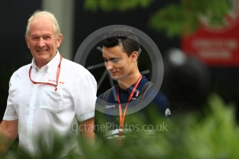 World © Octane Photographic Ltd. Formula 1 - Singapore Grand Prix - Paddock. Helmut Marko - advisor to the Red Bull GmbH Formula One Teams and head of Red Bull's driver development program and Pascal Wehrlein – Sauber F1 Team C36. Marina Bay Street Circuit, Singapore. Saturday 16th September 2017. Digital Ref:1961LB1D0960