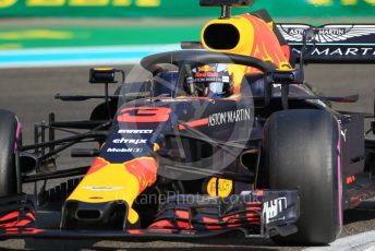 World © Octane Photographic Ltd. Formula 1 –  Abu Dhabi GP - Practice 3. Aston Martin Red Bull Racing TAG Heuer RB14 – Daniel Ricciardo. Yas Marina Circuit, Abu Dhabi. Saturday 24th November 2018.