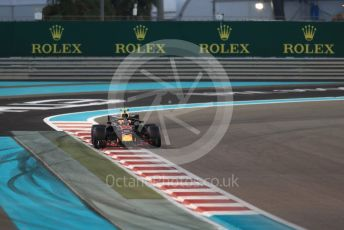 World © Octane Photographic Ltd. Formula 1 – Abu Dhabi GP - Qualifying. Aston Martin Red Bull Racing TAG Heuer RB14 – Max Verstappen. Yas Marina Circuit, Abu Dhabi. Saturday 24th November 2018.