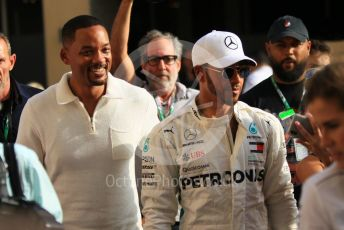 World © Octane Photographic Ltd. Formula 1 –  Abu Dhabi GP - Paddock. Mercedes AMG Petronas Motorsport AMG F1 W09 EQ Power+ - Lewis Hamilton and Will Smith in the garage. Yas Marina Circuit, Abu Dhabi. Sunday 25th November 2018.