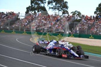 World © Octane Photographic Ltd. Formula 1 – Australian GP - Race. Scuderia Toro Rosso STR13 – Pierre Gasly and Alfa Romeo Sauber F1 Team C37 – Charles Leclerc. Albert Park, Melbourne, Australia. Sunday 25th March 2018.