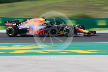 World © Octane Photographic Ltd. Formula 1 – Hungarian GP - Green flag lap. Aston Martin Red Bull Racing TAG Heuer RB14 – Daniel Ricciardo. Hungaroring, Budapest, Hungary. Sunday 29th July 2018.