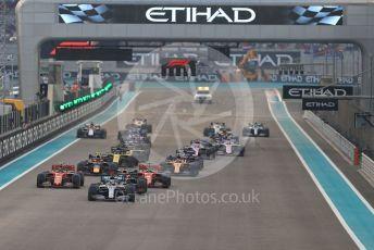 World © Octane Photographic Ltd. Formula 1 – Abu Dhabi GP - Race. Mercedes AMG Petronas Motorsport AMG F1 W10 EQ Power+ - Lewis Hamilton maintains his position as the race starts. Yas Marina Circuit, Abu Dhabi, UAE. Sunday 1st December 2019.