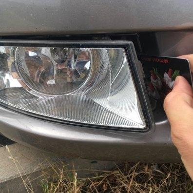 Výměna žárovky, vyndání přední mlhovky kartou na Škoda Octavia 2