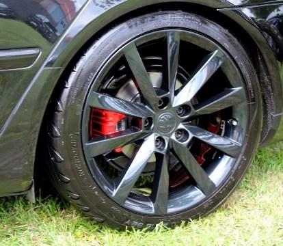Škoda Octavia černá barva tunning kola