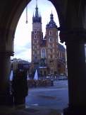 Widok z sukiennic na Kościół Mariacki w Krakowie