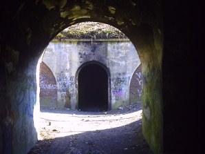 Fort - wejście na dziedziniec