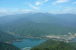 展望台から見た宮ヶ瀬湖&丹沢の山々
