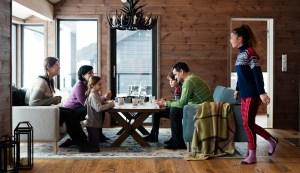 Familie i hytte