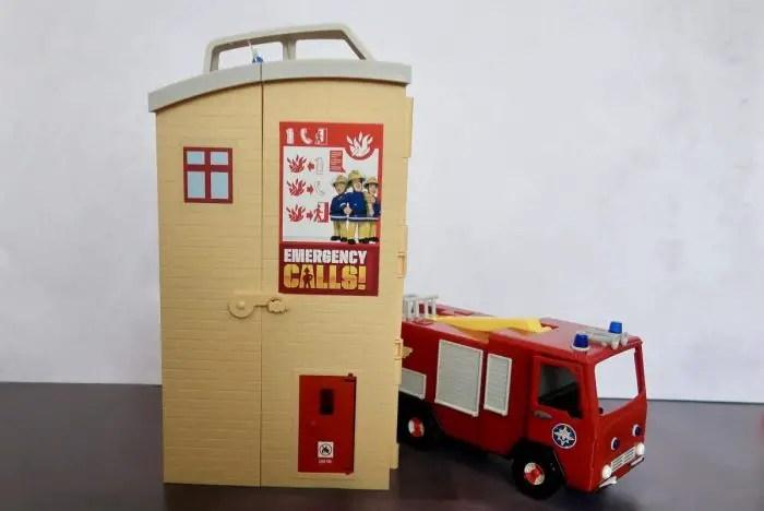 A Fireman Sam Rescue Centre and Fire Engine