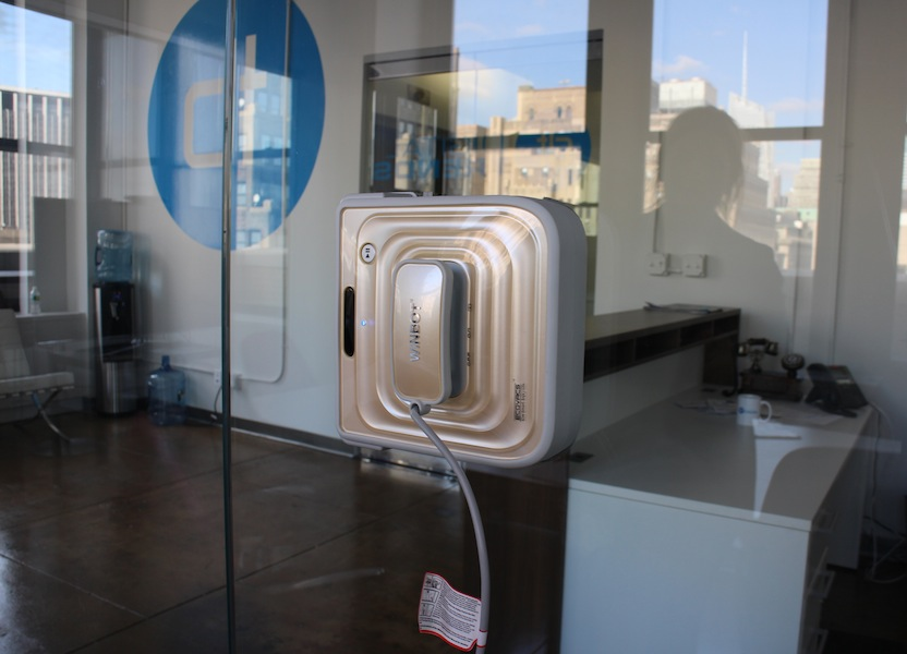 Winbot A Robotic Window Cleaner That Works Like A Roomba