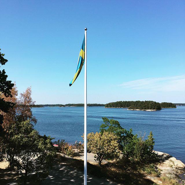 Zverige är fantastiskt. @finnhamn är en magiskt vacker plats och här spelar jag i dagarna 3. Välkomna!#flipfloptour #finnhamn #svensksommar #sommaren2018 #gig #livemusic #odebrand #sverige #zverige #hejasverige #lyx #blessed #lyllosmig #tacksam #live #love #life