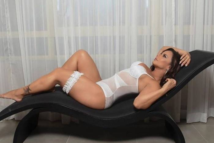 1 vivi4 10735021 - Viviane Araújo arranca suspiros em campanha de lingerie
