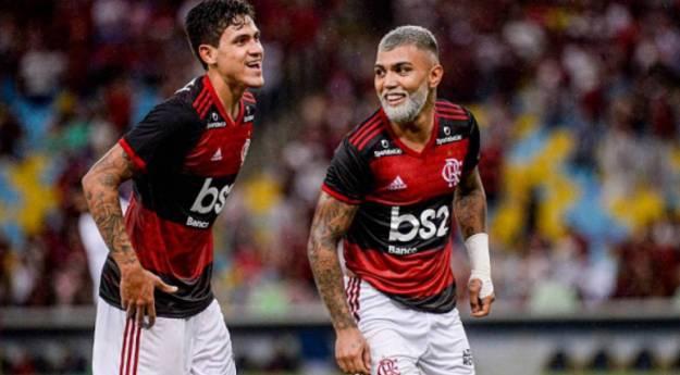 Os atacantes Pedro e Gabriel Barbosa, o Gabigol, em ação pelo Flamengo