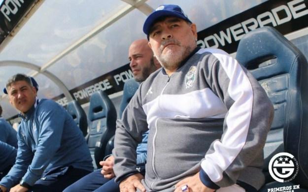Maradona foi internado algumas vezes por conta da dependência química - DivulgaÇÃO/Gimnasia y Esgrima